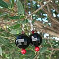 Boucles d'oreilles black white red