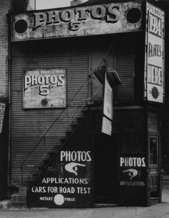 32. Walker EVANS, New York, American photographs, 1934.