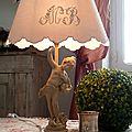 lampe personnage patine lin abat-jour monogramme