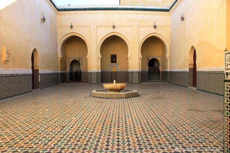 ©12_vers l'entrée du sanctuaire_Moulay Ismaïl_Mekhnes