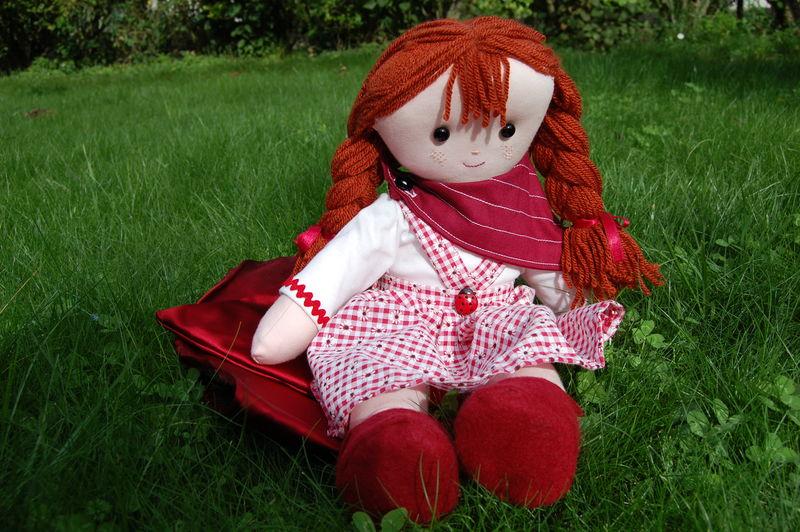 Erine joue au petit chaperon rouge