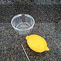 Une petite astuce en vidéo pour utiliser quelques gouttes d'un citron sans le couper en deux....
