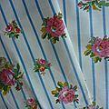 1777 ancien coupon tissu romanex belles roses et rayure bleu fond ecru