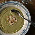 Soupe de brocoli à l'<b>amande</b>