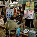 Caricaturistes et autres portraitistes sur la place du Tertre.