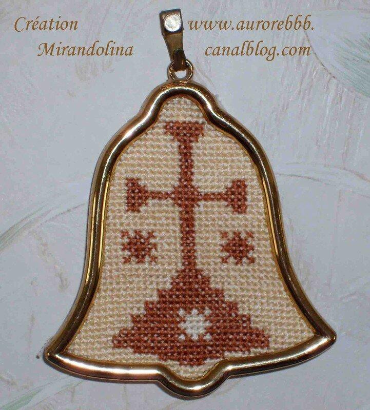 Symbole de l'Ordre du Carmel que j'ai pu reproduire en broderie grâce à...du papier millimétré!