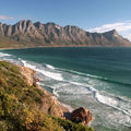 surfeurs sur la côte de False Bay