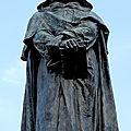 Parione, du <b>Campo</b> <b>dei</b> <b>Fiori</b> à la Place Navone (2/13). Le sombre Giordano Bruno sur le champ aux fleurs (<b>Campo</b> <b>dei</b> <b>Fiori</b>).
