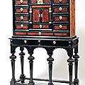 Cabinet en placage d'ébène, <b>écaille</b> <b>rouge</b> et bois de fruitier, dans des encadrements à filets d'os et d'ivoire. XIXe siècle