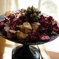 pot pourri de pétales de roses , anis étoilé, feuilles ....