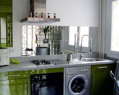 Un miroir qui agrandit les petites cuisines - DeCOR\'in Idées & Conseils