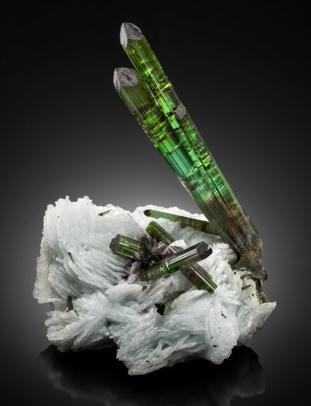 Tourmaline on cleavelandite - Blastoff