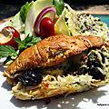 Recette <b>facile</b> du croissant fourré au confit de ratatouille - chèvre - emmental - oignon rouge - olives noires