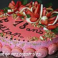 <b>Entremet</b> aux fraises, vanille et amandes
