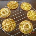 Ronde de tartelettes aux pommes au beurre salé