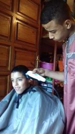 Bader le coiffeur et Ayoub le client