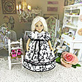 Little Darling doll white and black dress / Robe pour poupée Little Darling ( Dianna Effner ) /