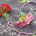 Fleurs de Chiffon aux Pistils Colorés