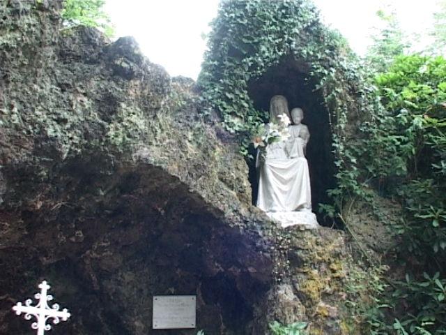 Paimpont, Grotte commémorant l'apparition de Marie à Saint Judicaël, détail