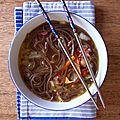 Soupe de nouilles à l'asiatique