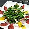 Salade de magret à l'orange, feta, menthe et pignons