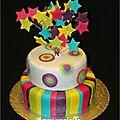 Gâteau de fête étoile arc en ciel