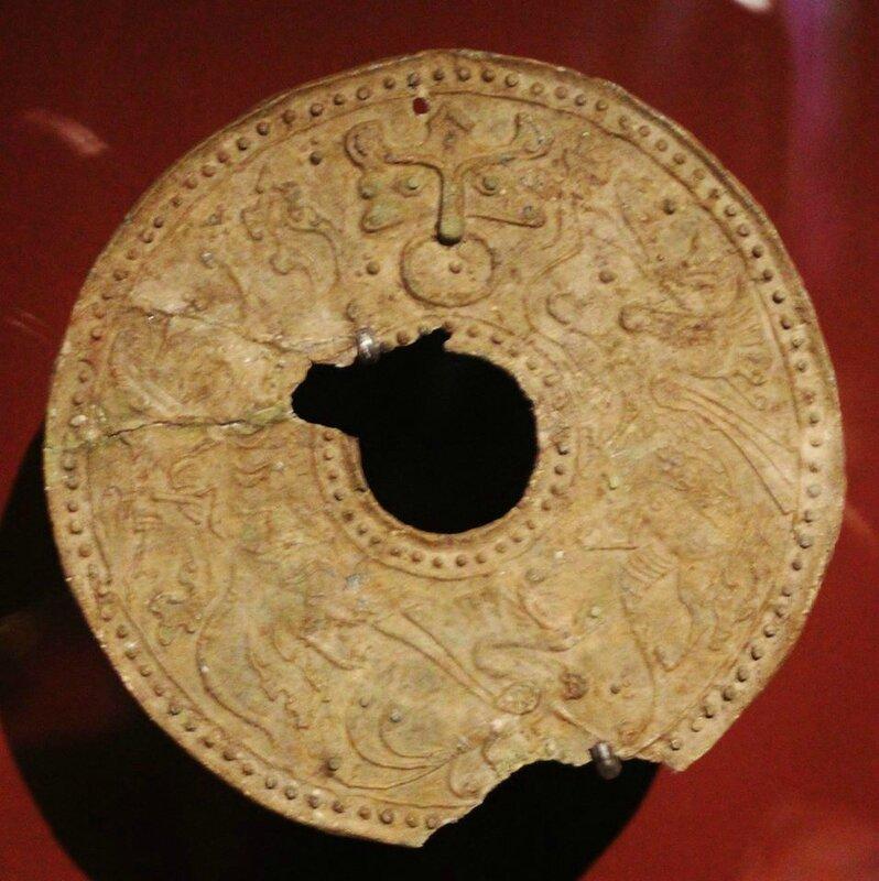 Disque Bi. Bronze Période Han-Viêt (1er-3e s.). Photo Philippe Truong