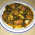 Marmite de boulettes d'<b>agneau</b> et chorizos aux petits pois et à la tomate