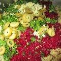 Quinoa à la betterave rouge, olives vertes, coriandre fraîche