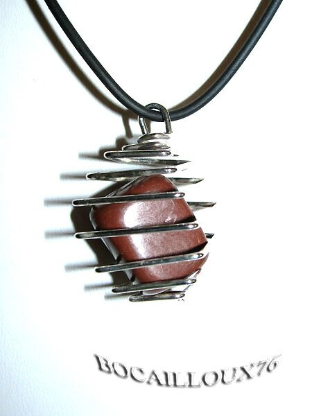 "COLLIER PENDENTIF ""CAGE MAXI"" JASPE ROUGE 13"