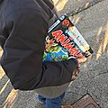 Aller à l'école avec un livre sous le bras...