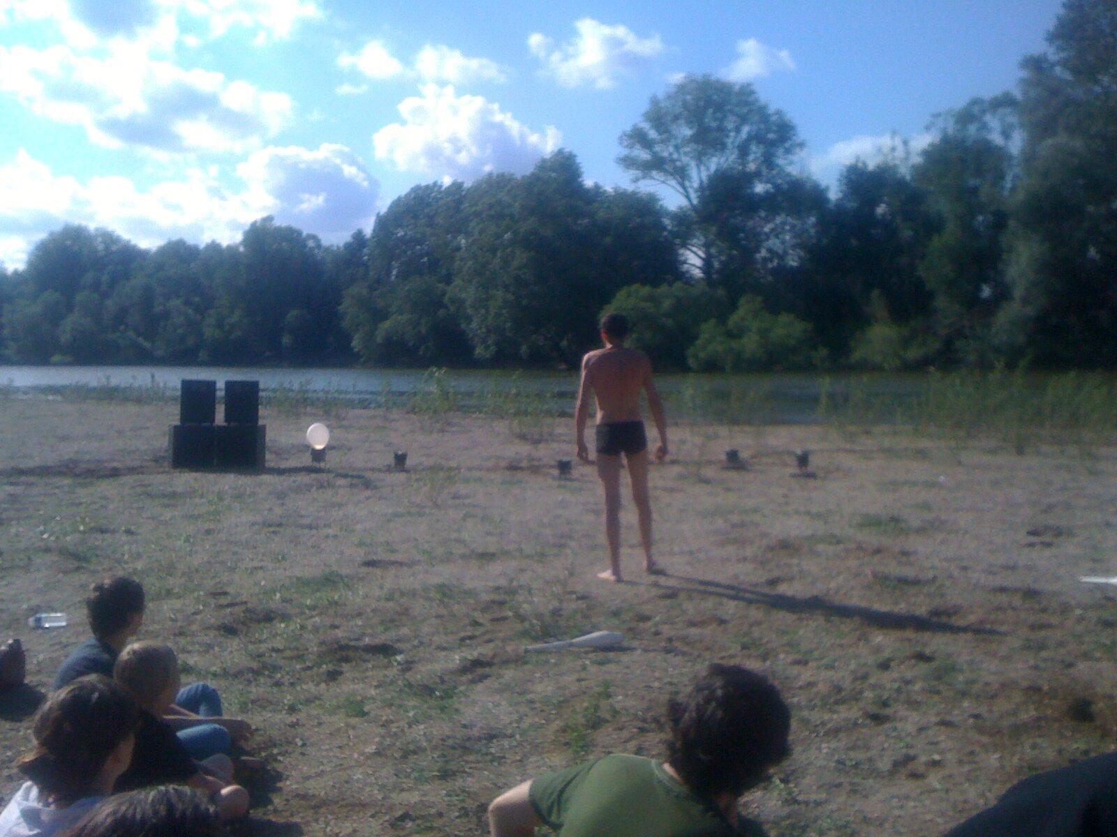 spectacle sur la plage du collectif MARTINE À LA PLAGE