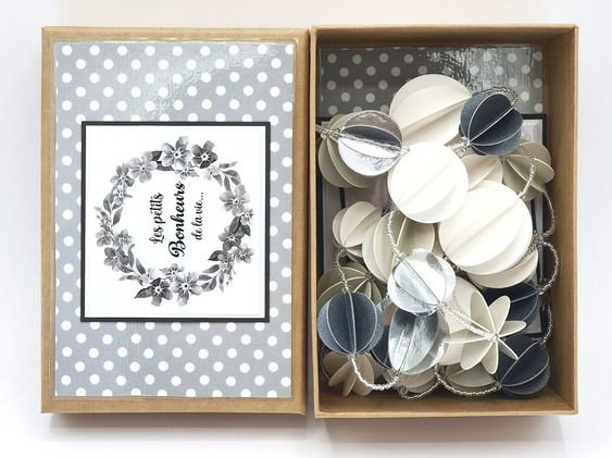 guirlande papier blanc et gris vanillejolie
