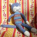doudou chat bleu corps multicolore