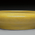 An incised yellow-glazed '<b>Dragon</b>' <b>brush</b> <b>washer</b>, 18th century