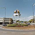 Rond-point à Kota Kinabalu (Ile de Bornéo)