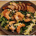 Salade au poulet mariné, crevettes et pamplemousse rose