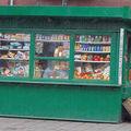 petite épicerie de chaque coin de rue...