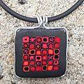 Collier pendentif carrés rouges