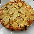 Gâteau aux pommes, raisins secs et rhum