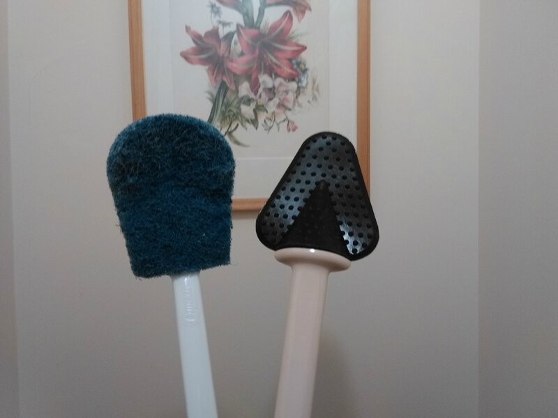 la r volution dans les brosses pour nettoyer la cuvette des toilettes la maison de marthe marie. Black Bedroom Furniture Sets. Home Design Ideas