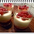 Crème au chocolat blanc sur coulis de groseilles et fruits rouges