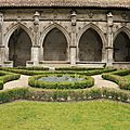 Cloître et jardin dédiée à Marie ...