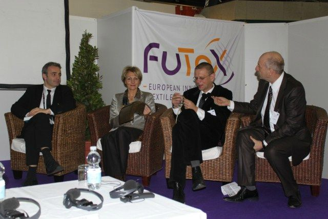 FUTEX2011-15 Table Ronde Composites