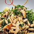 Salade de kale, quinoa et poulet - sauce citron et parmesan