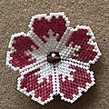 Broche fleur en brick stitch
