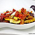 Dessert - prunes au miel et sirop d'érable avec des fruits secs