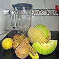 Smoothie de poires au melon arus et banane au citron mentholé
