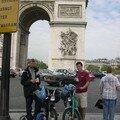 Devant l'Arc de Triomphe