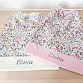 Serviette de table pour enfant - élastique - thème liberty betsy porcelaine imprimé fleurs - tissu éponge écru ou rose - prénom